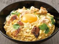 烏骨鶏卵と炙りもも肉の親子丼(とり鉄)